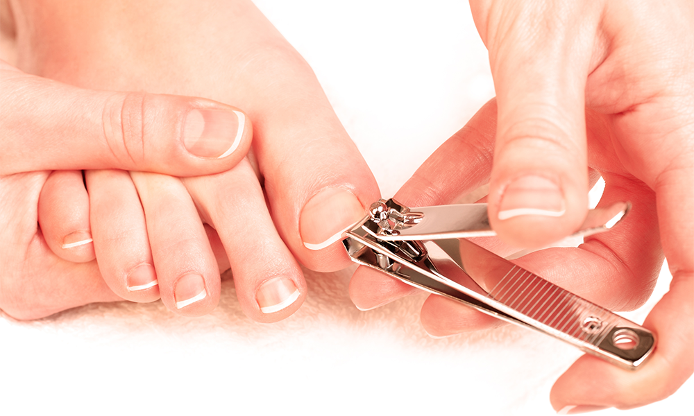 How To Use Nail Clippers — The Right Way | Footfiles