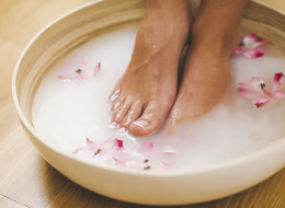 Footbath for hard skin, corns and calluses