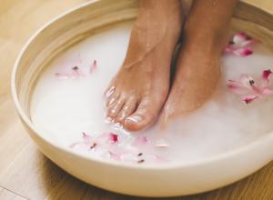 Footbath for hard skin, corns and calluses