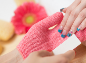 The Miraculously Quick Way to Remove Glitter Nail Polish
