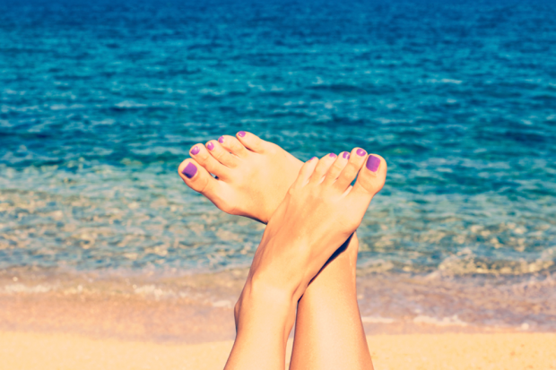 How To Keep Your Pedicure Fresh After Long Beach Days | Footfiles