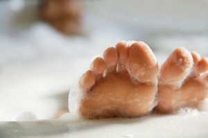 foot soaks to help stinky feet (bromodosis)