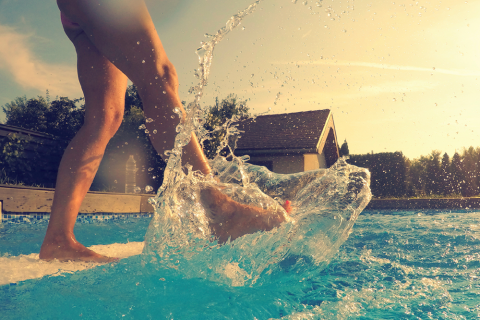 Foot care tips for swimming pool trips footfiles for How to care for a swimming pool